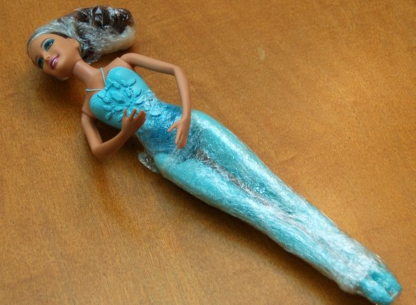 barbie getting ready for her cake