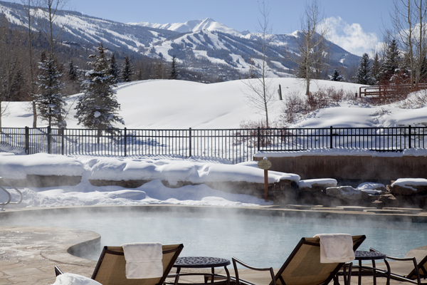 Low_074474_35821572_Villas_at_Snowmass_Club_-_Pool_with_steam_and_views