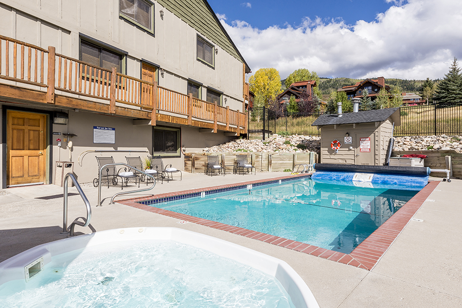 The-Lodge-at-Steamboat-pool