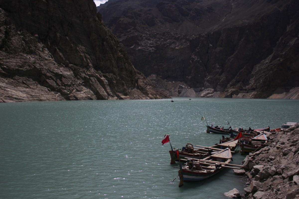 Attahabad Lake and boatmen