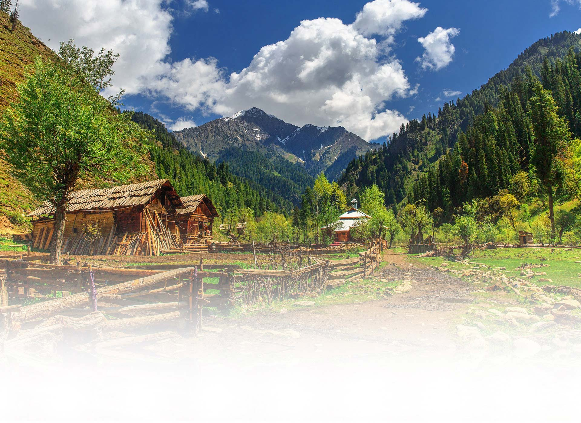 Background image of Pakistan tour and travel offered in website