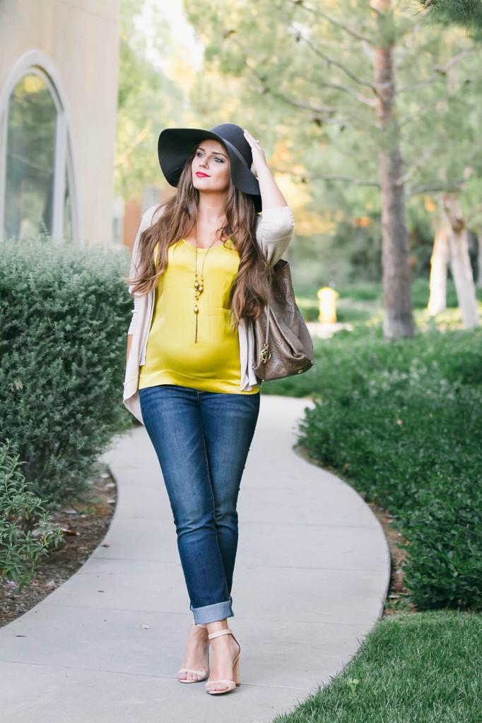 #BumpStyle // Light Cardigan & Rolled Up Jeans   BondGirlGlam.com