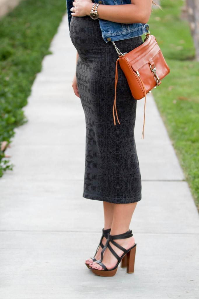 #BumpStyle // Snake Maxi Dress & Denim Vest | BondGirlGlam.com