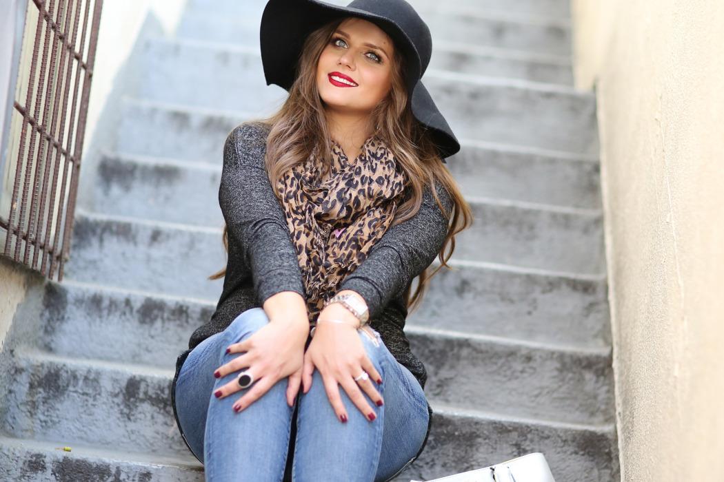 #BumpStyle // Boho Glam & Distressed Jeans | BondGirlGlam.com