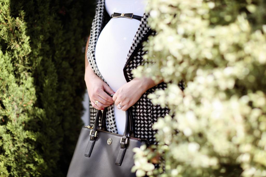 #BumpStyle // Houndstooth Cape & Little White Dress | BondGirlGlam.com