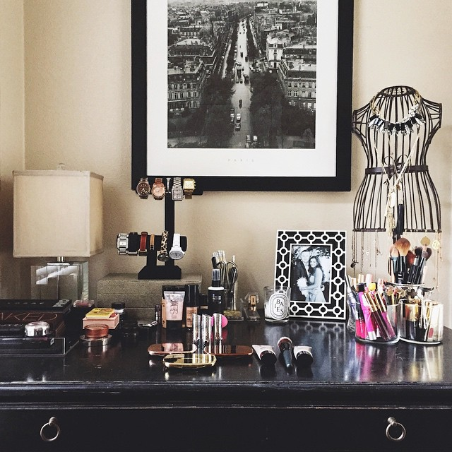irinabond_desk_makeup_vanity