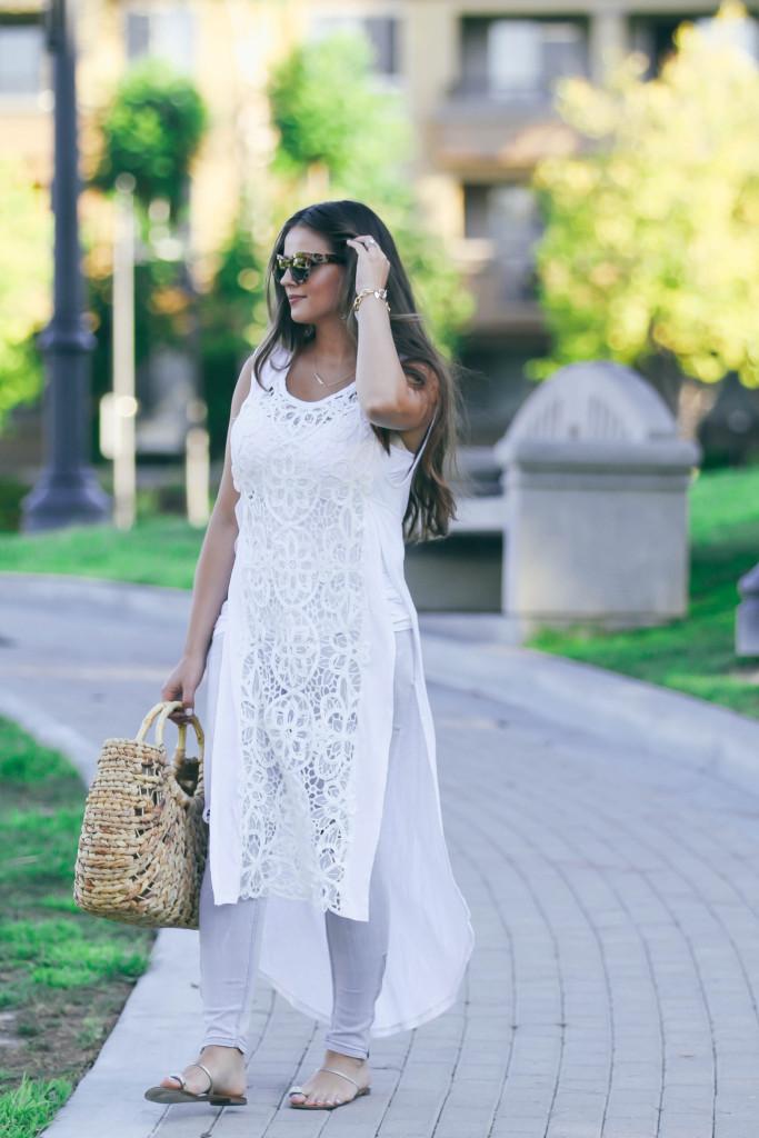 #OOTD // Long White Lace Shirt & Grey Skinny Jeans   BondGirlGlam.com