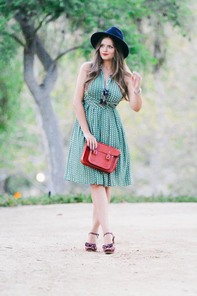 #OOTD // Vintage Green Dotted Shirtdress | BondGirlGlam.com