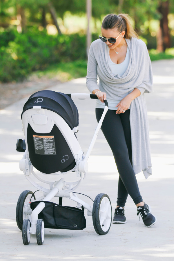#OOTD // Mommy Athleisure Style & Quinny Moodd Stroller | BondGirlGlam.com