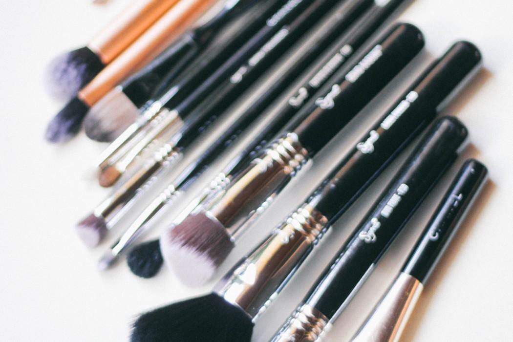 5 Reasons You Need New Makeup Brushes   BondGirlGlam.com