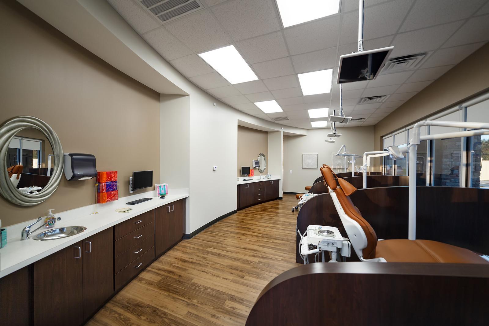 oral surgeon dentist