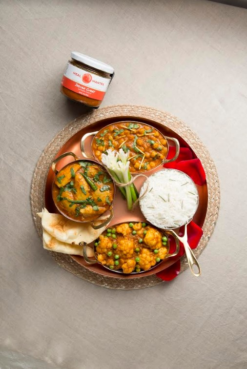 A versatile curry sauce with Cardamom, Turmeric and a blend of exotic spices and herbs, this is a quick and authentic Indian curry which is a staple in Indian homes.