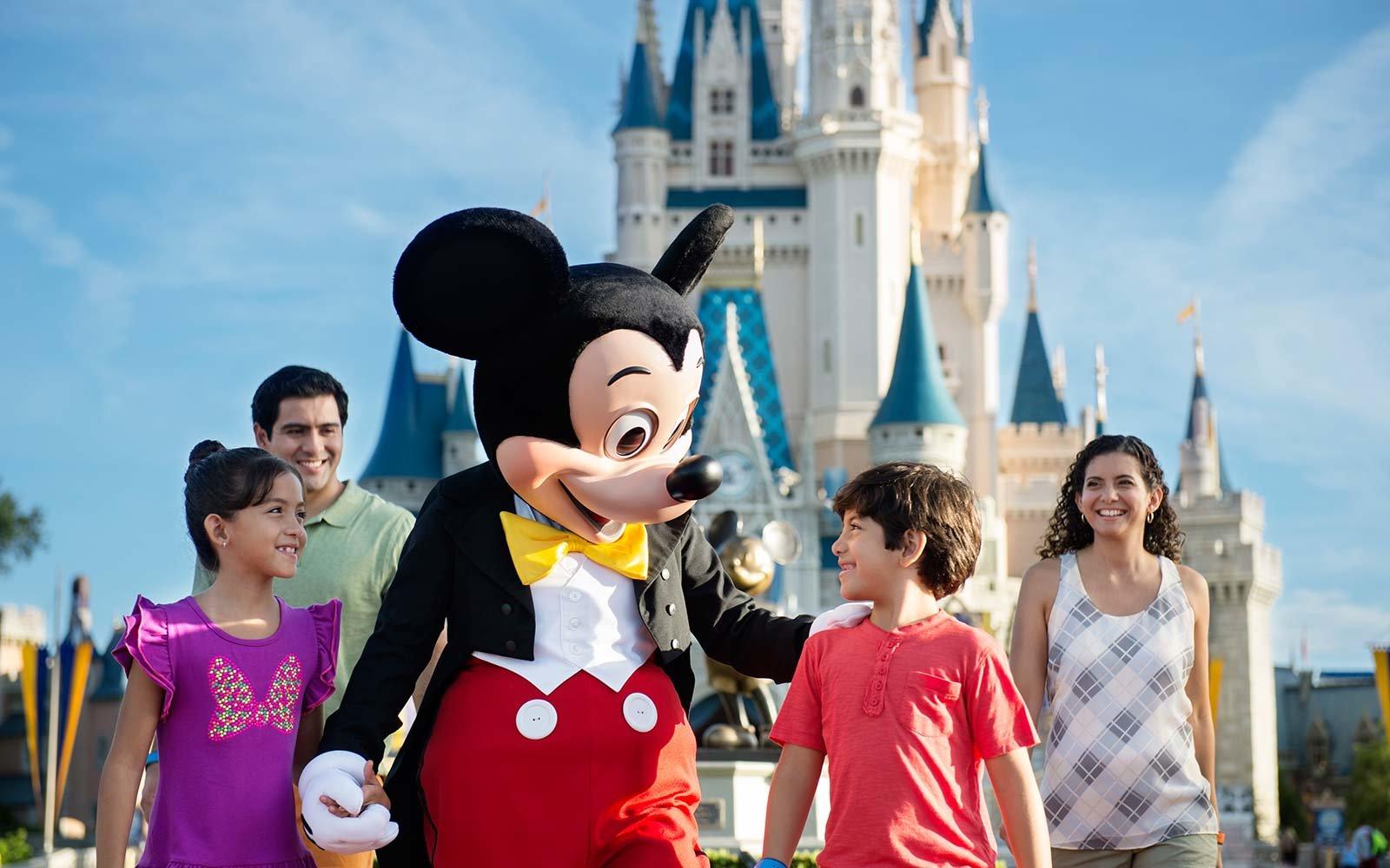 family-mickey-magic-kingdom-disney-DISNEYFAMTRIP1017