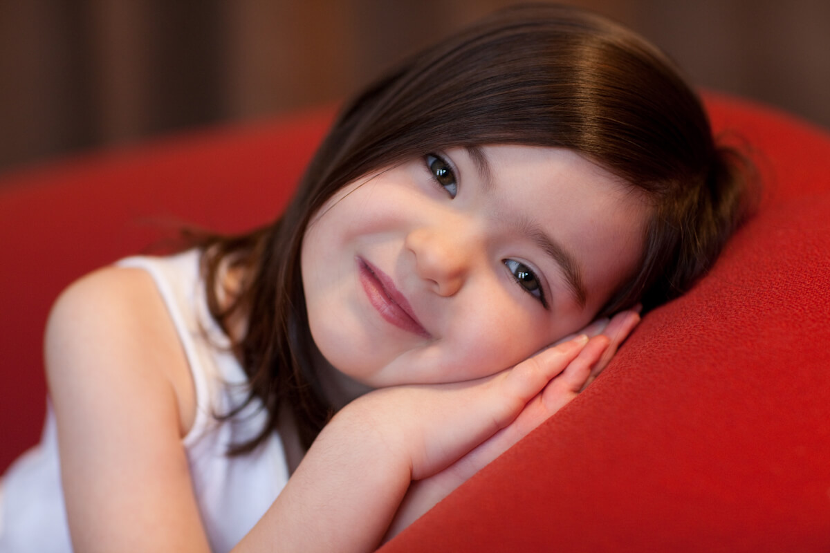 girl portrait with red couch