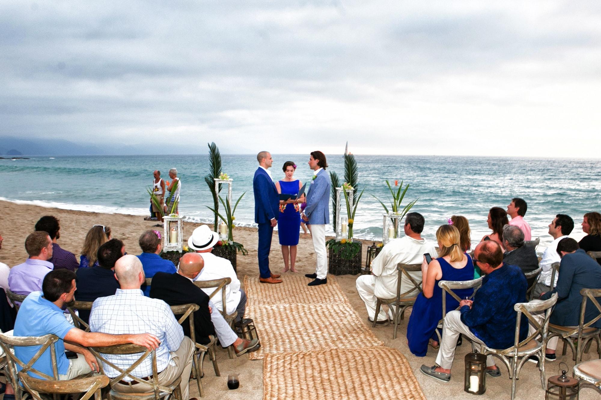 Destination wedding ceremony on Mexico Beach