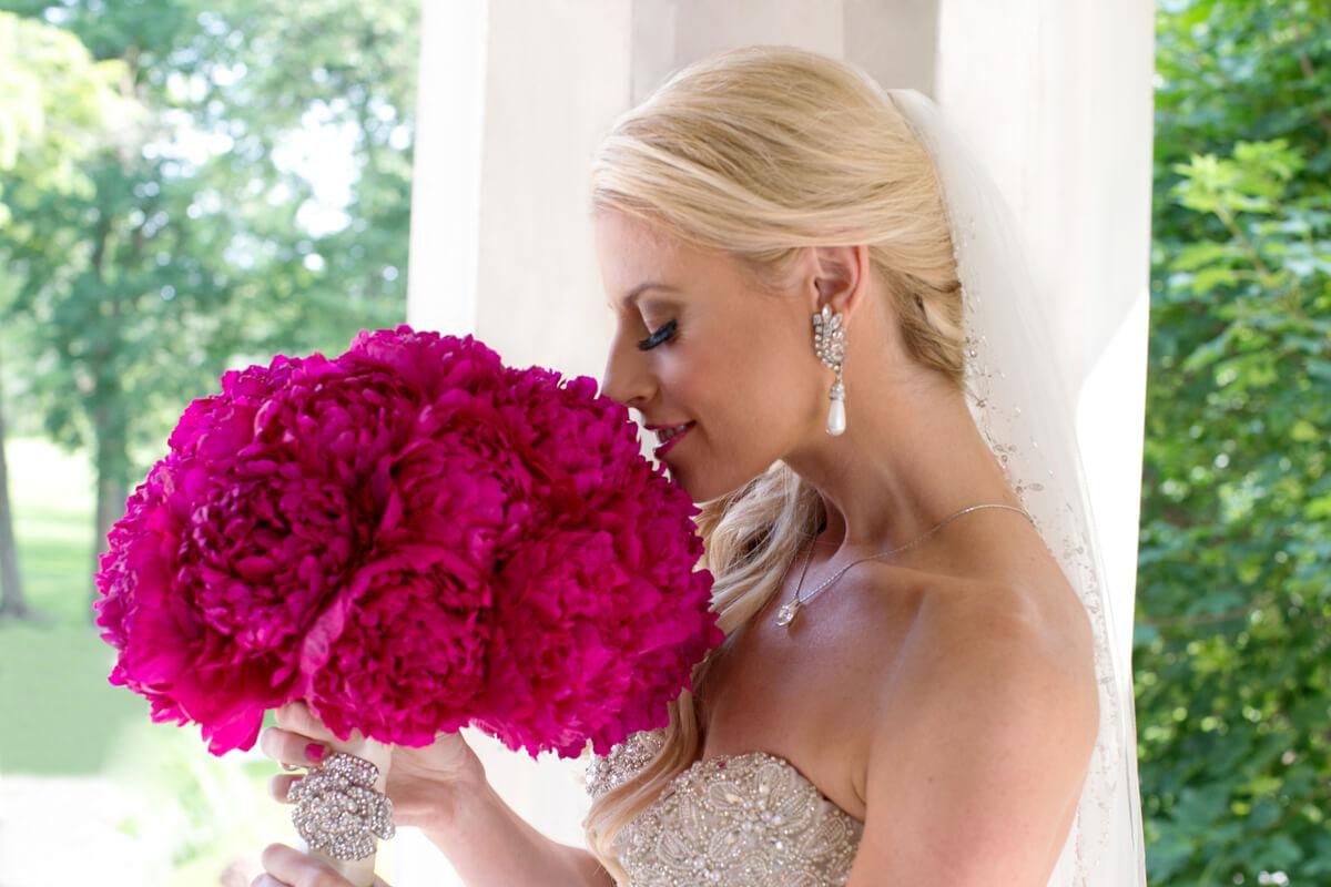 Bride's portrait with pink bouquet