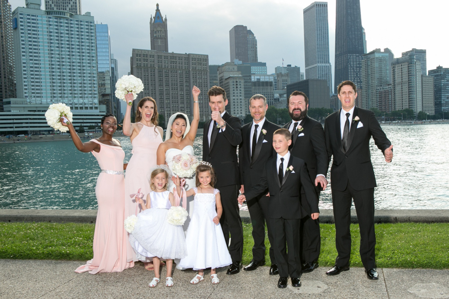 chicago skyline with wedding party