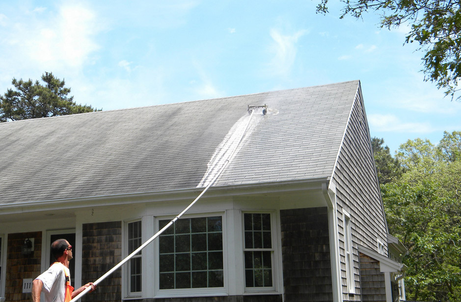 The Non-Abrasive Ways to Clean a Roof – Clarifying on the Best and Worst