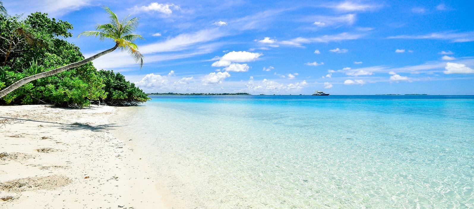 beach-calm-clouds-457882