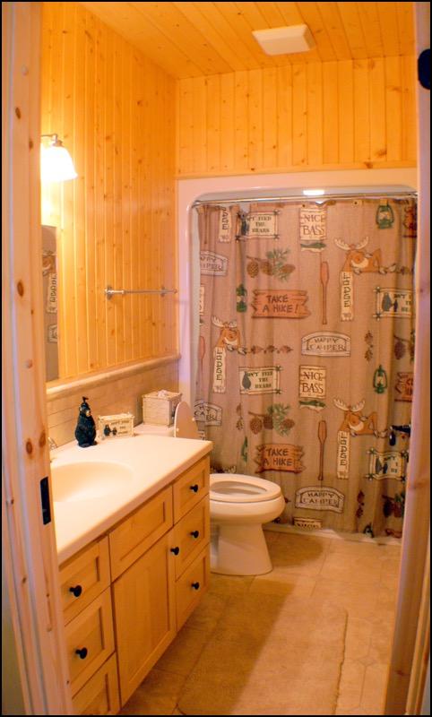 North Shore Log Home Bathroom Anderson Hammack Builders