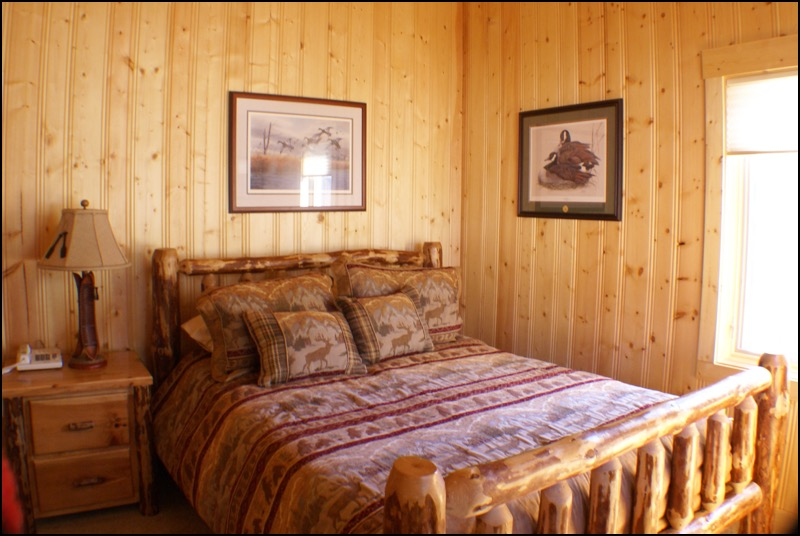 North Shore Log Home Bedroom Anderson Hammack Construction