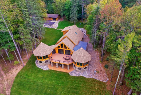 Beautiful New Log Cabin In Woods