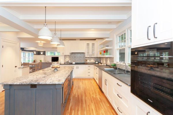 Modern Open Kitchen With Lots Of Counter Space