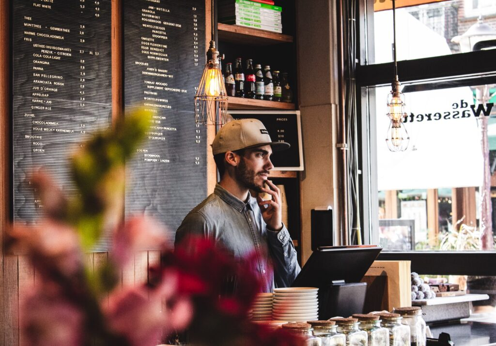 what does a restaurant manager do