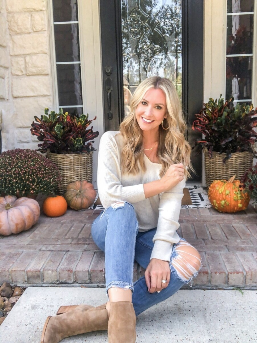 fall outfit |fall sweater |beauty trend event | Nordstrom Beauty by popular Houston beauty blog, Haute and Humid: image of a woman wearing a Leith Dolman Sleeve V-Neck Sweater.