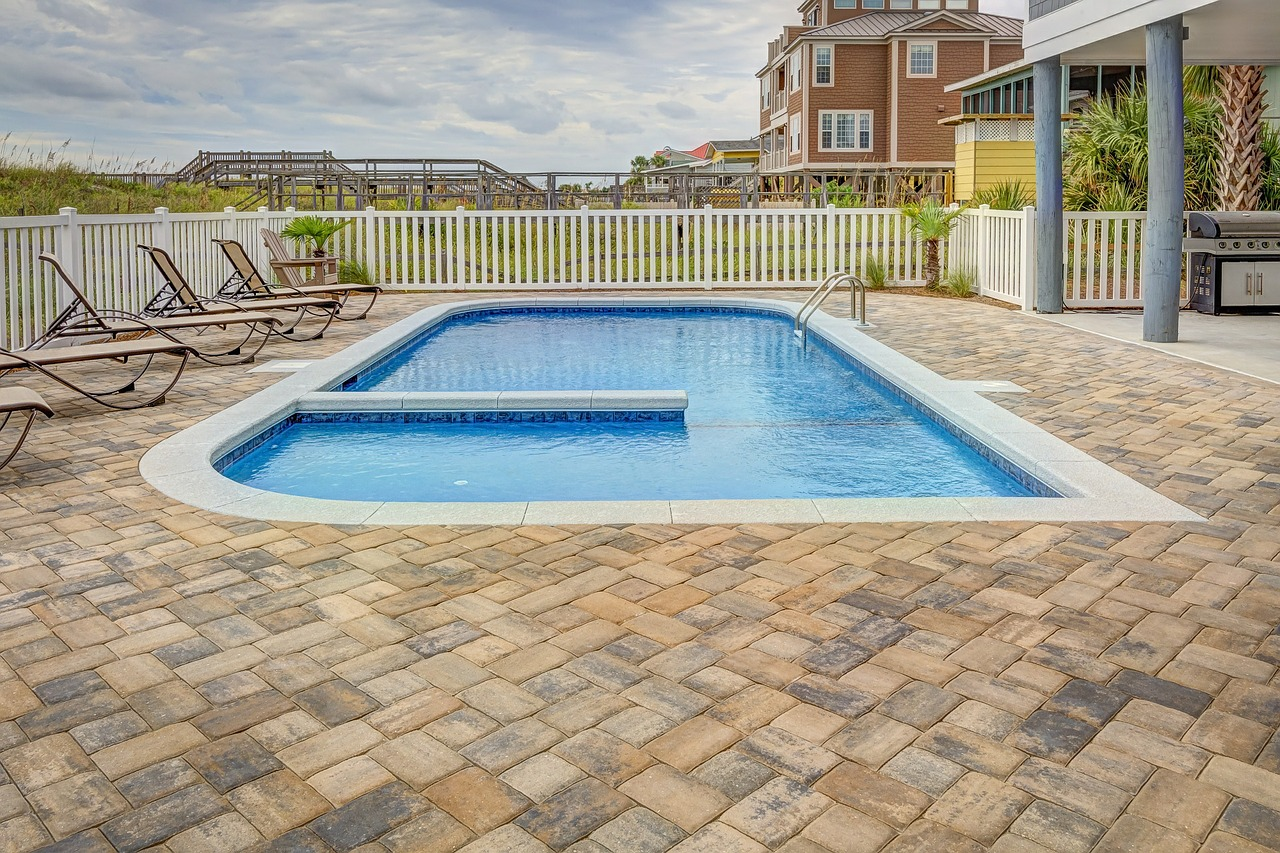 How to get rid of algae from your swimming pool?