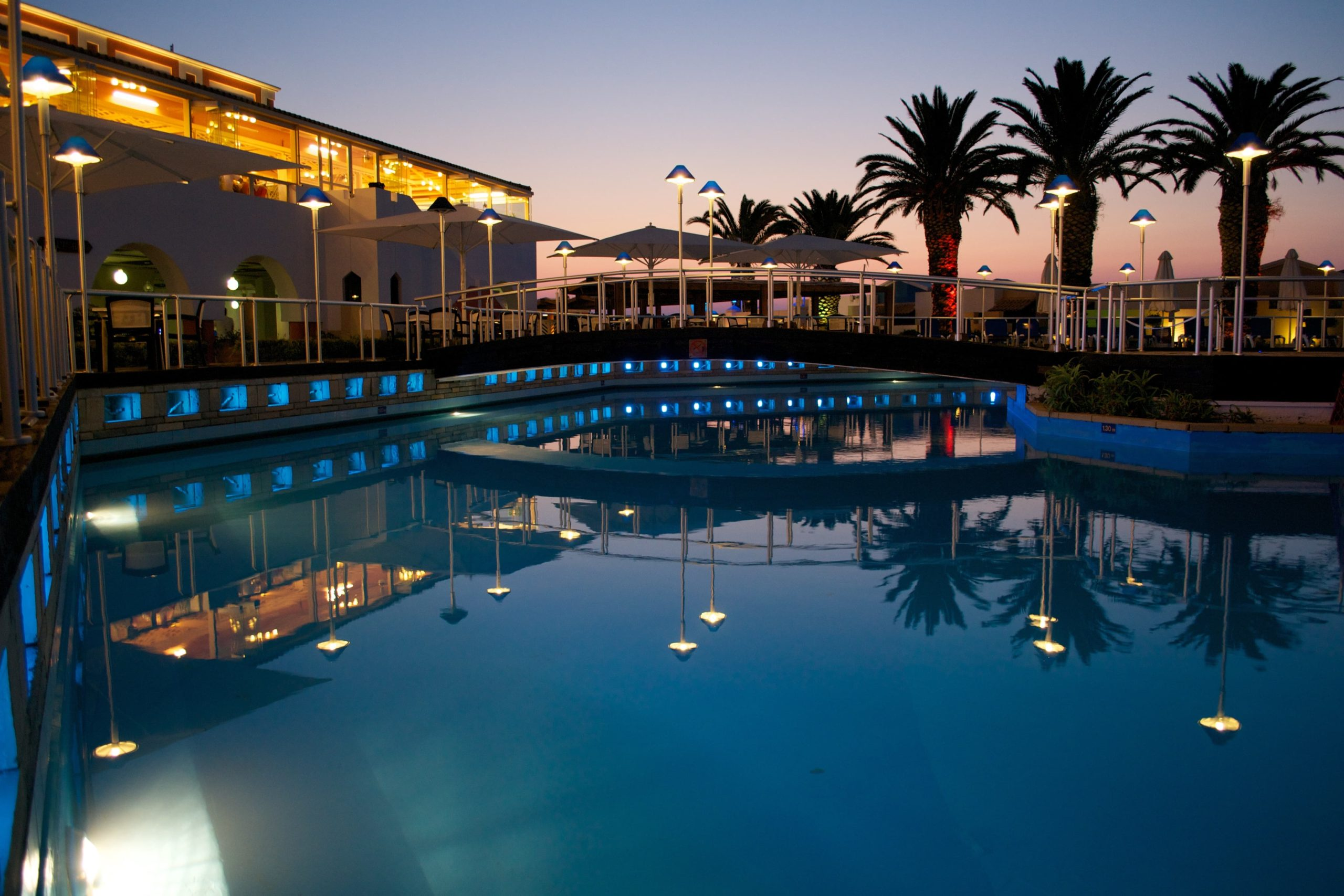 Energy Efficient Swimming Pool Equipment Helps You Save Money