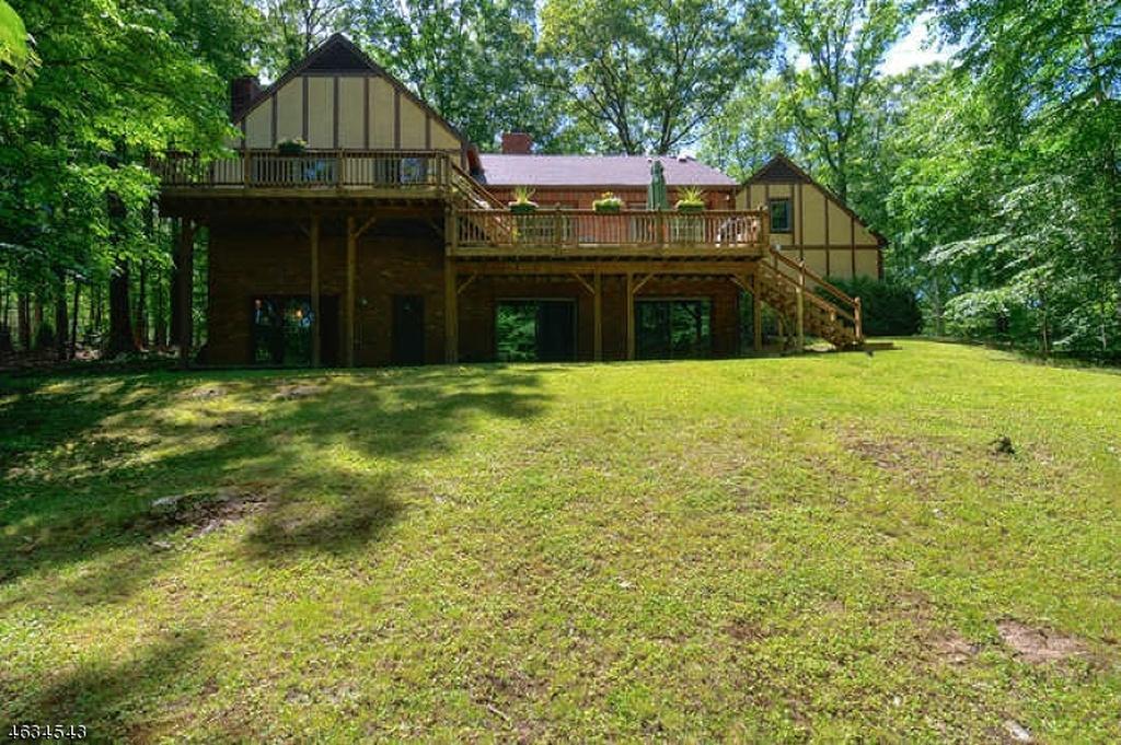 85 Stonybrook Backyard 2