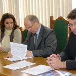 Prefeitura firma convênio para construção de ginásio e caminhódromo