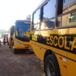 Estudantes de Mato Leitão recebem auxílio para transporte