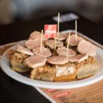 Prato de cuca com linguiça vegana é novidade na 35ª Oktoberfest