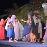 Teatro em frente à igreja matriz no dia 15 conta nascimento de Jesus