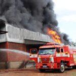 Incêndio atinge empresa Biscobom Alimentos em Mato Leitão nesta segunda-feira