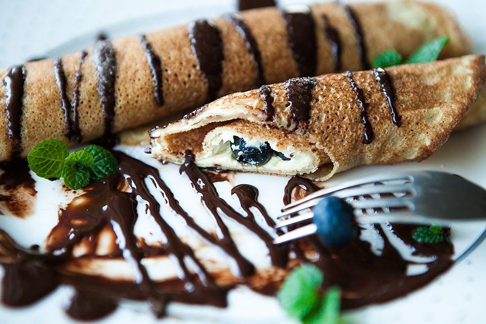 Buckwheat Crêpes with Cream filling, Blueberries and Chocolate Sauce. Gluten-free Recipe and Video.
