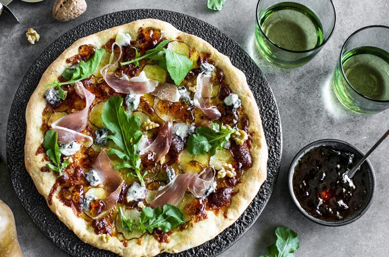 White Pizza with Pear, Gorgonzola and Prosciutto