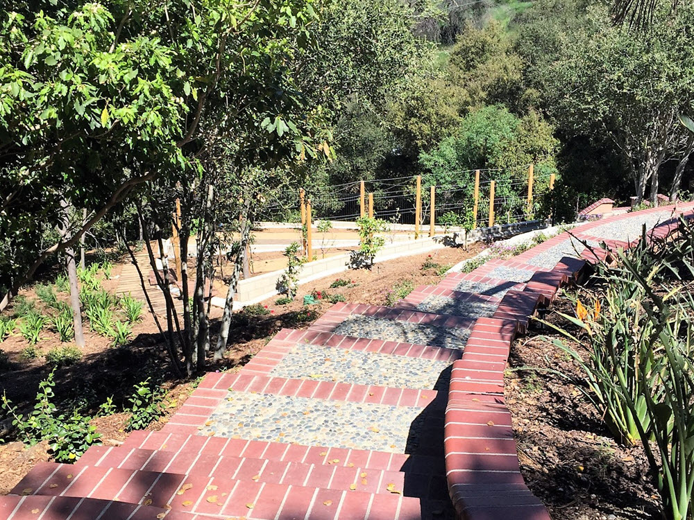 Ed's Landscaping Paver stair walkway