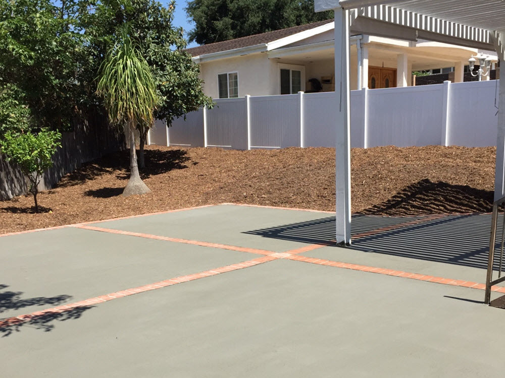 Ed's Landscaping Cement Patio with Brick Trim Project