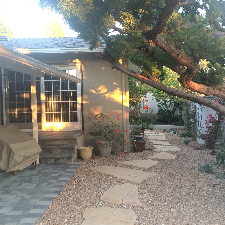 Water-saving-landscaping-pathway-and steps-circle