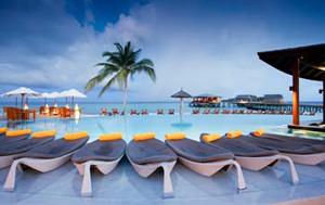 maldives swimming pool