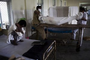 Dying from TB in Mumbai ©Rochind