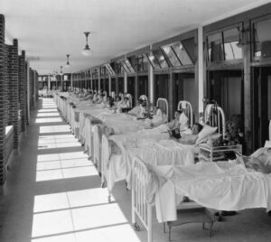 TB patients on the porch of the Waverly Hills TB sanatorium