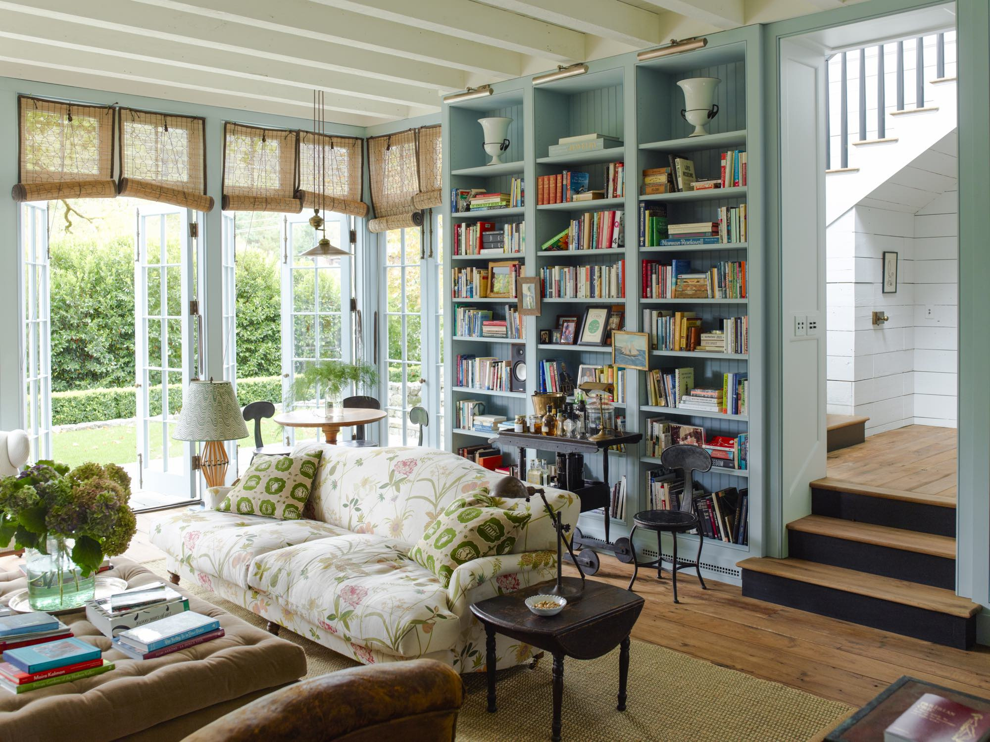 cozy and charming cabin living room