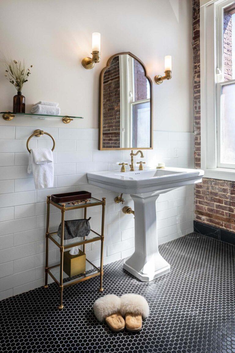 Bathroom at National Exchange Hotel