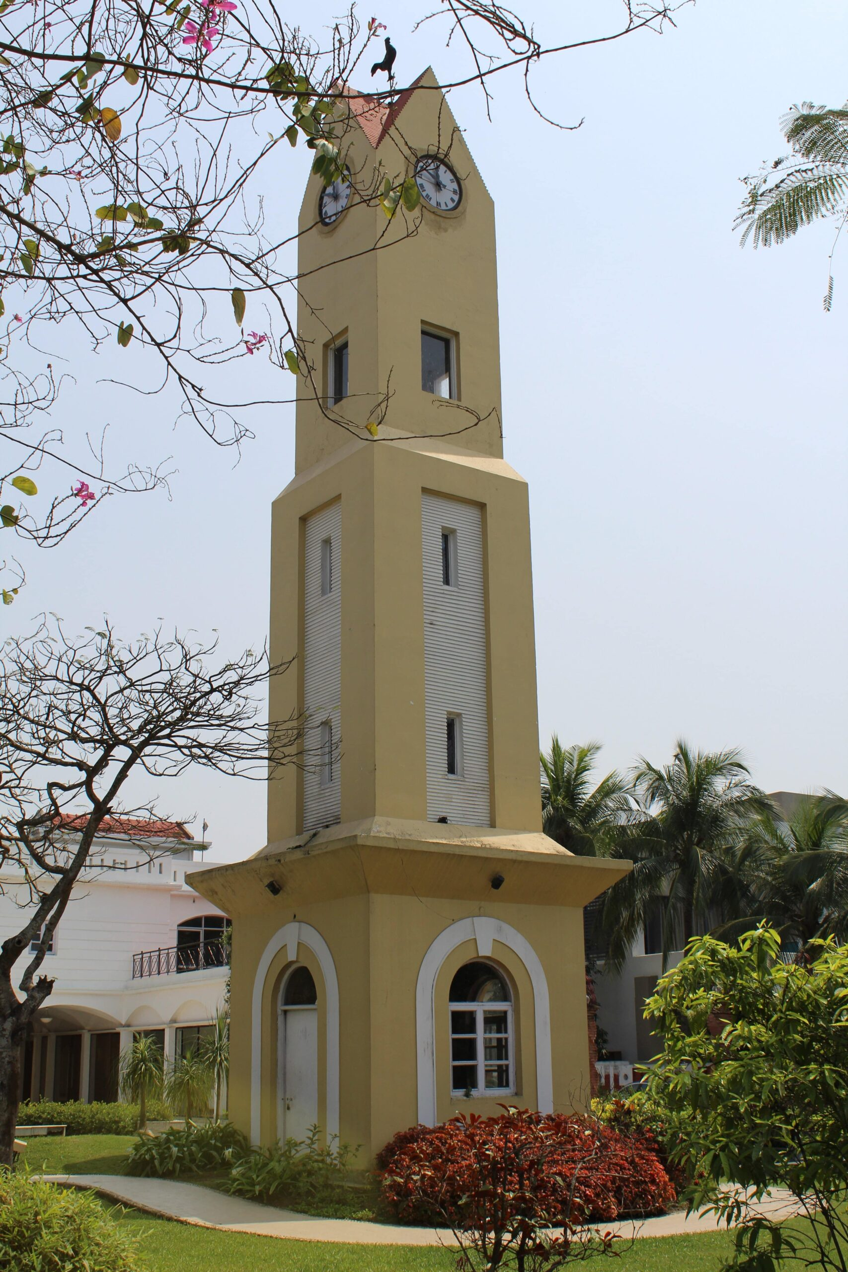A Tower while you walk towards the Ffort  entrance