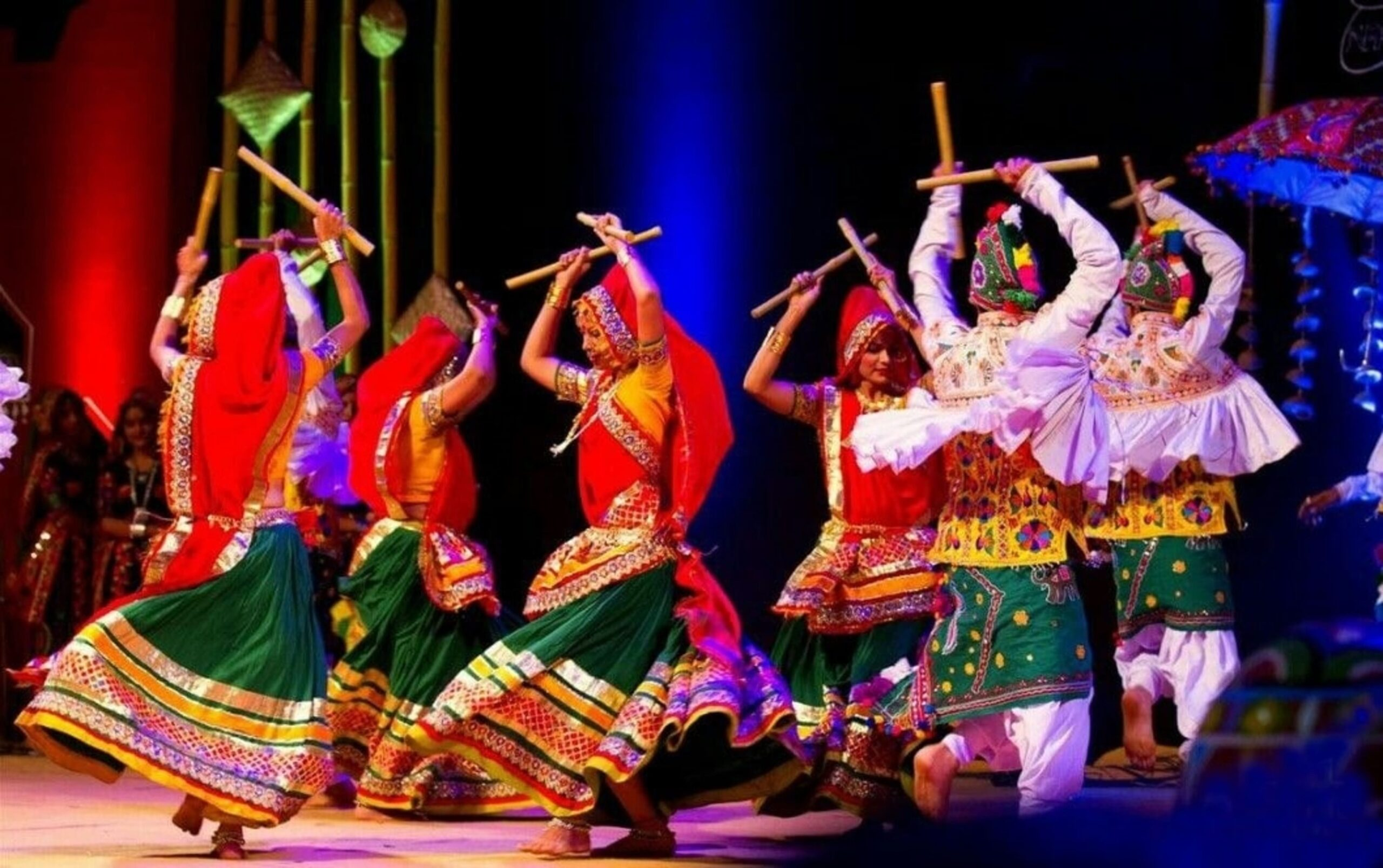 Dandia dance during Navratri celebration | PC - ST Photography (Pinterest)