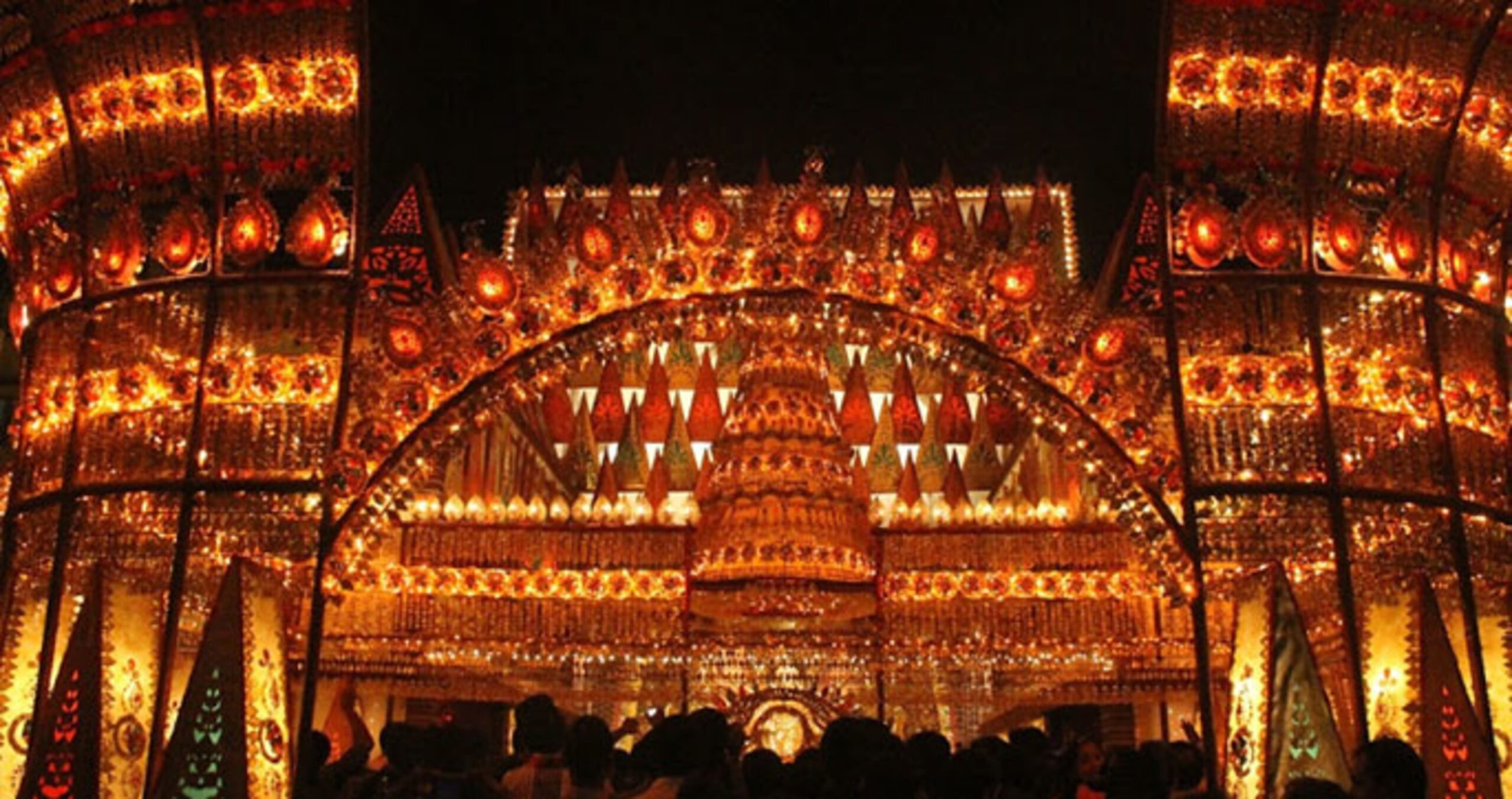 It's not a Palace. It's a magnificently illuminated Pandal, a temporary structure created for Durga Puja | PC - tourmyindia.com